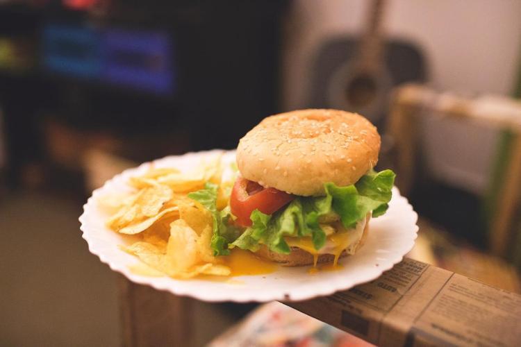 Lisboa hamburguer com batatas skate