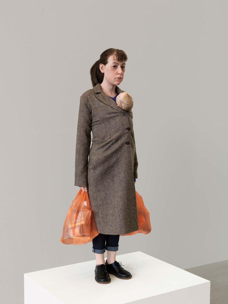 Woman with Shopping, 2013 (Mulher com compras) 113cm x 46cm x 30cm Coleção Fondation Cartier pour l'Art Contemporain, Paris