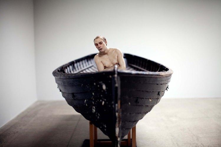 Man in a Boat, 2002 (Homem em um barco) 159cm x 138cm x 425,5cm Anthony d'Offay, Londres