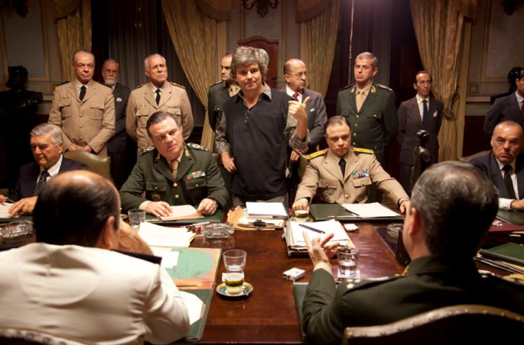 O diretor João Jardim (no centro) nos bastidores do longa (Foto: Ana Stewart e Bruno Veiga / Divulgação)