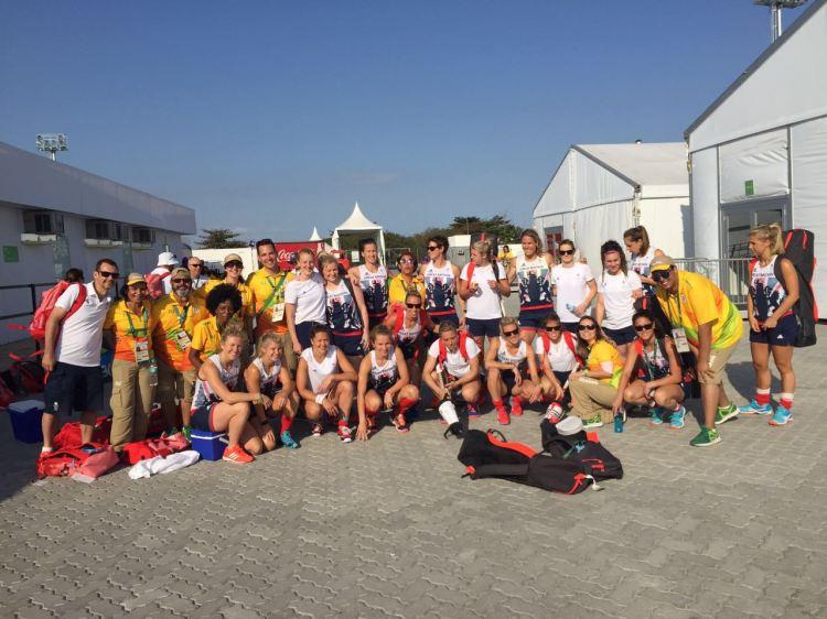 Voluntários com o time da Grã-Bretanha